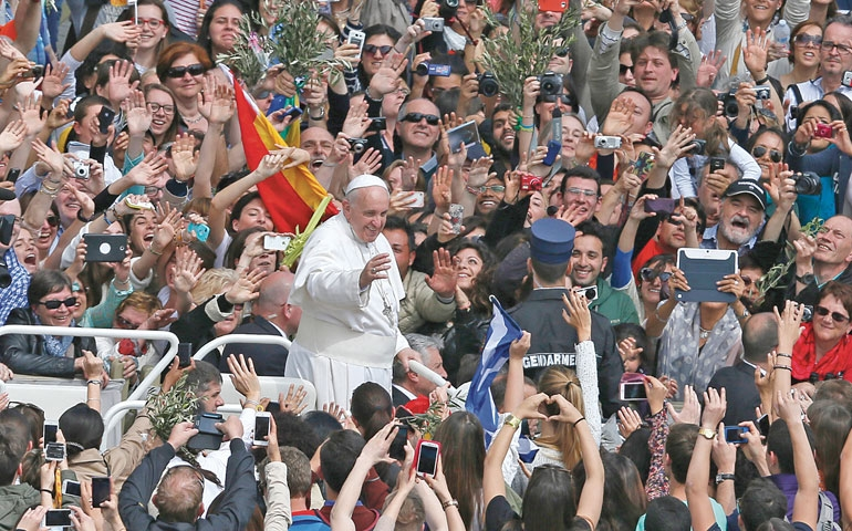JPopeFrancisandcrowd